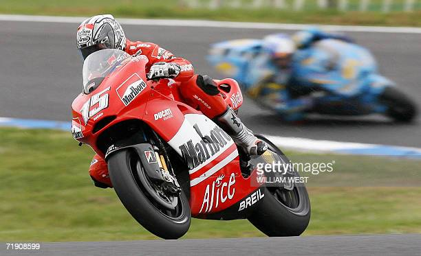 Spanish MotoGP rider Sete Gibernau powers through a corner on the way to fourth place in the Australian Motorcycle Grand Prix at Phillip Island 17...
