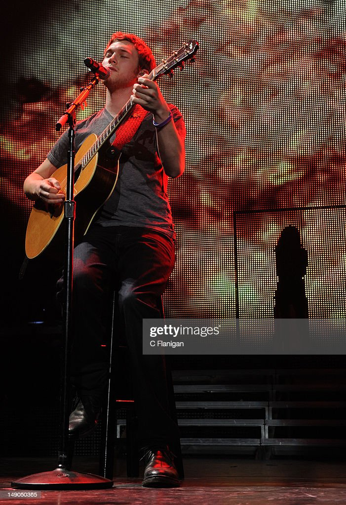 American Idol Live! Summer Tour - Sacramento, CA : News Photo