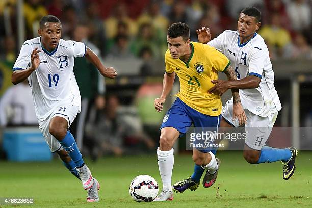 Phillipe Coutinho of Brazil and Luis Garrido and Bryan Acosta of Honduras compete for the ball during the International Friendly Match between Brazil...