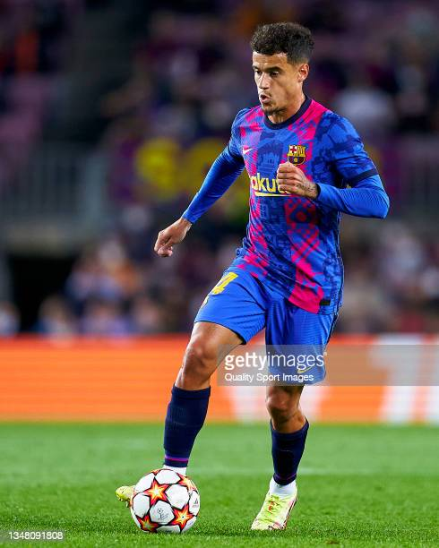 Phillipe Coutinho of FC Barcelona controls the ball during the UEFA Champions League group E match between FC Barcelona and Dinamo Kiev at Camp Nou...