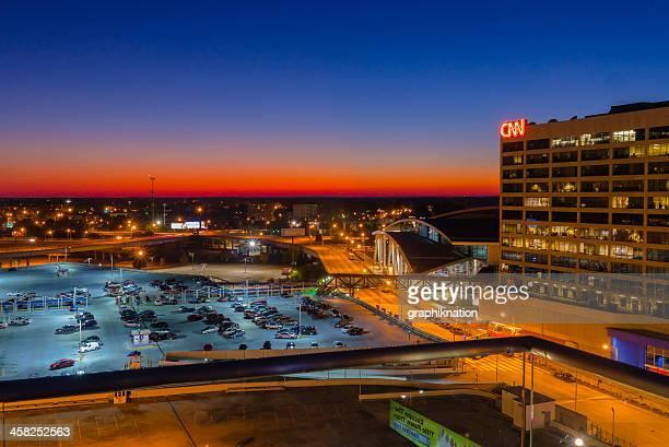cnn & phillips arena, il centro di atlanta - state farm arena atlanta foto e immagini stock