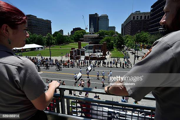 philly pride parade at independence mall, philadelphia, pennsylvania - basslabbers, bastiaan slabbers stock pictures, royalty-free photos & images