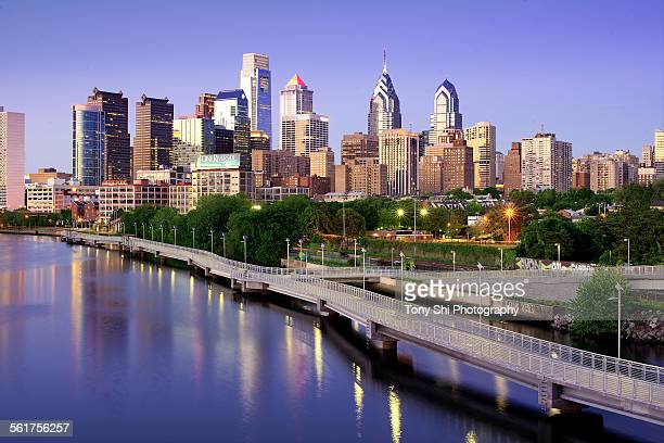 philly skyline - pennsylvania stock pictures, royalty-free photos & images