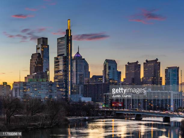 philly sunrise - philadelphia skyline stock pictures, royalty-free photos & images