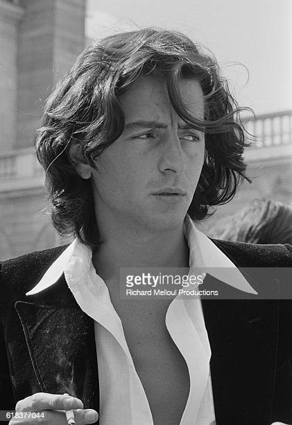 Philosopher BernardHenri Levy arrives at the Palais de l'Elysee where he and other intellectuals were invited by French President Valery Giscard...