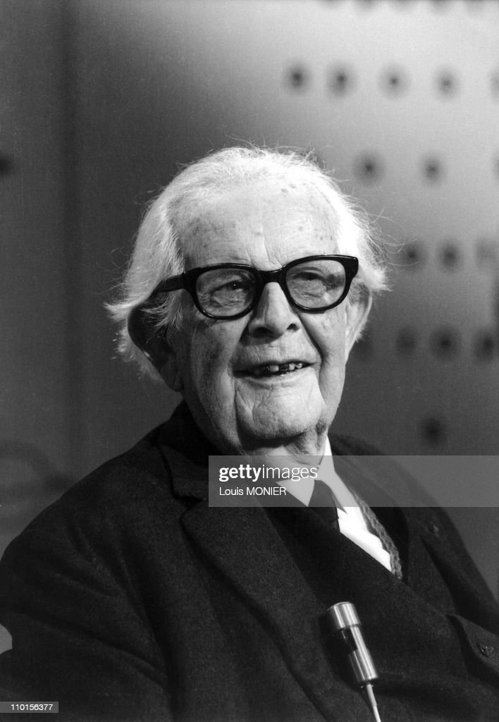 Literary figures of the world (ARCHIVES) in France in 1977. : News Photo