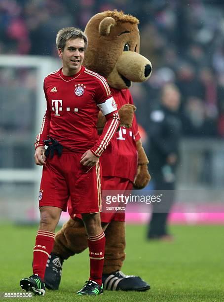 Phlipp LAHM FC Bayern München mit Maskottchen Bernie 1 Bundesliga Fussball FC Bayern München Werder Bremen 61 Saison 2012 / 2013
