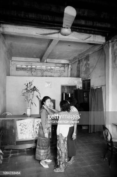 Phnom Penh Cambodge 14 novembre 1991 Le retour triomphal de Norodom Sihanouk après 13 années d'exil L'ancien roi a été accueilli par une foule...