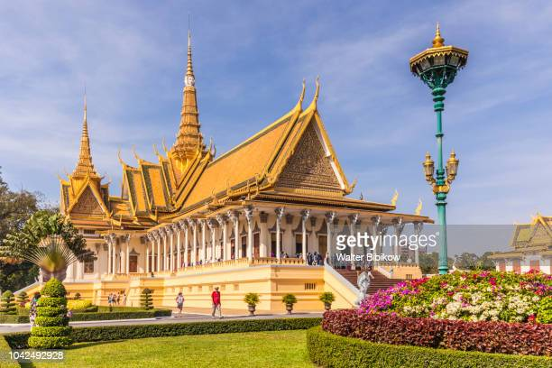 phnom penh, the royal palace - phnom penh stock pictures, royalty-free photos & images