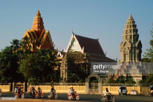 Phnom Penh, Wat Ounalom buddhist temple