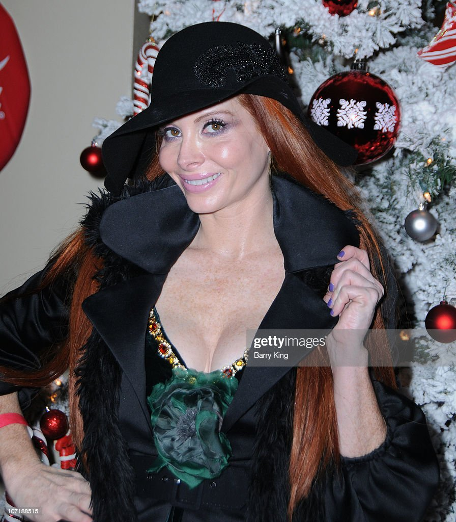 Phoebe Price attends Venice Magazine and Coca Cola's Parade Viewing Party at the Roosevelt Hotel on November 28, 2010 in Hollywood, California.