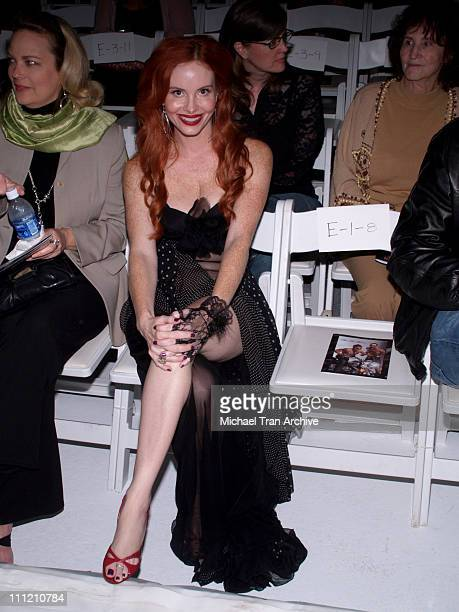 Phoebe Price front row at Alan Del Rosario Spring 2007