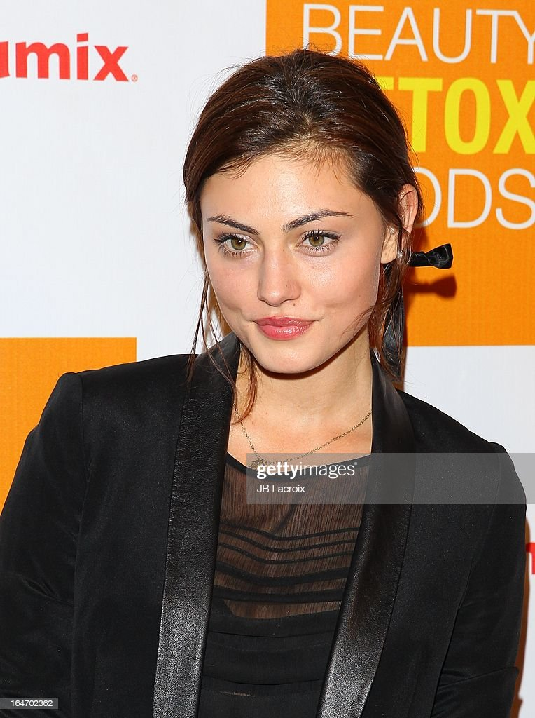 Phoebe Tonkin attends the book launch party for 'The Beauty Detox Foods' at Smashbox West Hollywood on March 26, 2013 in West Hollywood, California.
