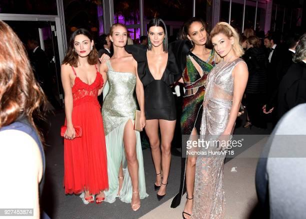 Phoebe Tonkin Rosie HuntingtonWhiteley Kendall Jenner Joan Smalls and Hailey Baldwin attend the 2018 Vanity Fair Oscar Party hosted by Radhika Jones...