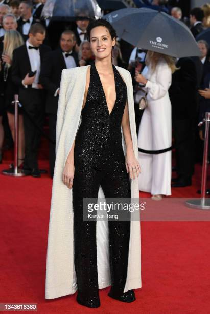 """Phoebe Waller-Bridge attends the """"No Time To Die"""" World Premiere at Royal Albert Hall on September 28, 2021 in London, England."""