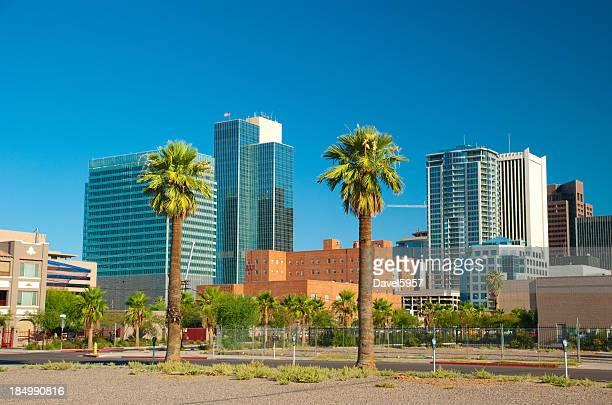 Bâtiments du centre-ville de Phoenix et de palmiers