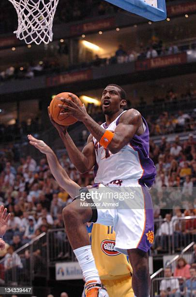 Phoenix Suns' Amar'e Stoudemire locks the basket in sight during the NBA Europe Live Tour presented by EA Sports on October 11, 2006 at the Kölnarena...