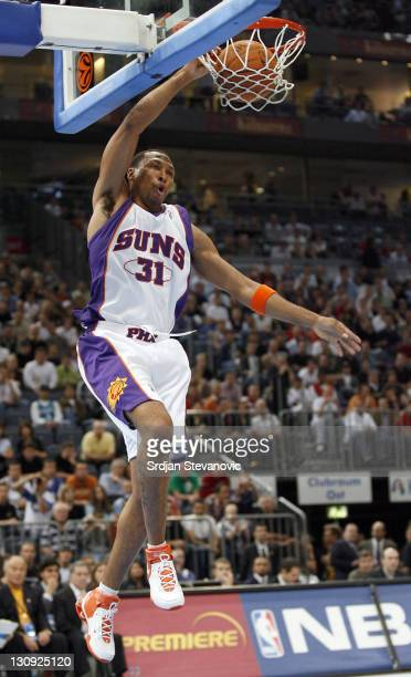 Phoenix Suns' Shawn Marion slam dunk during a NBA Live Tour basketball match between Phoenix Suns and Maccabi Elite Tel Aviv at the Koeln Arena in...