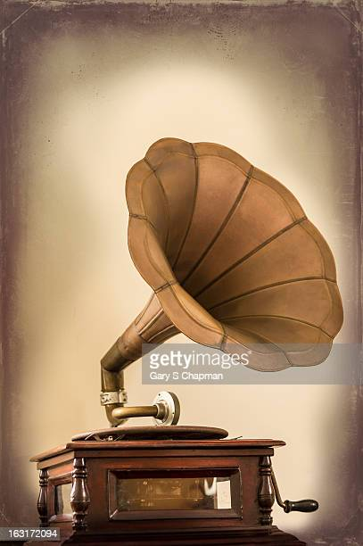 phonograph record player - gramophone stock pictures, royalty-free photos & images