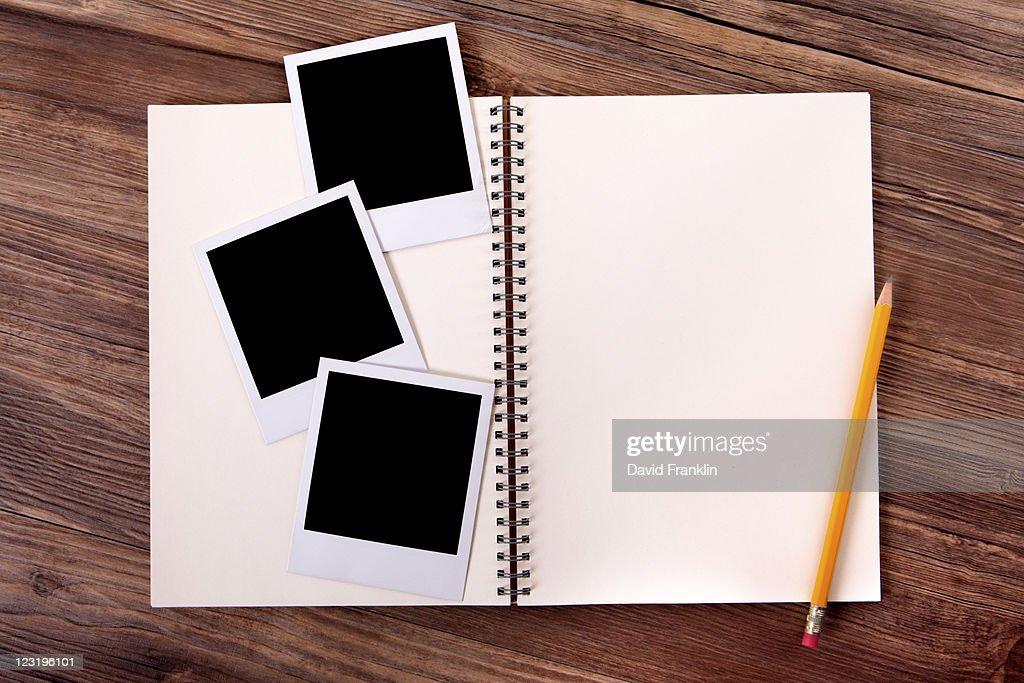 Photo album with blank photo prints : Foto de stock