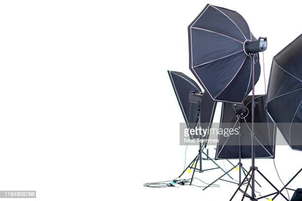 photo and video studio light set-up on white background. - fotosession stock-fotos und bilder