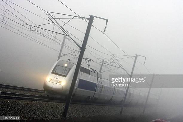 Photo d'archives d'un train TGV de la ligne ParisStrasbourg prise le 18 décembre 2006 Chutes de neige panne de motrice incendie malaise d'un passager...