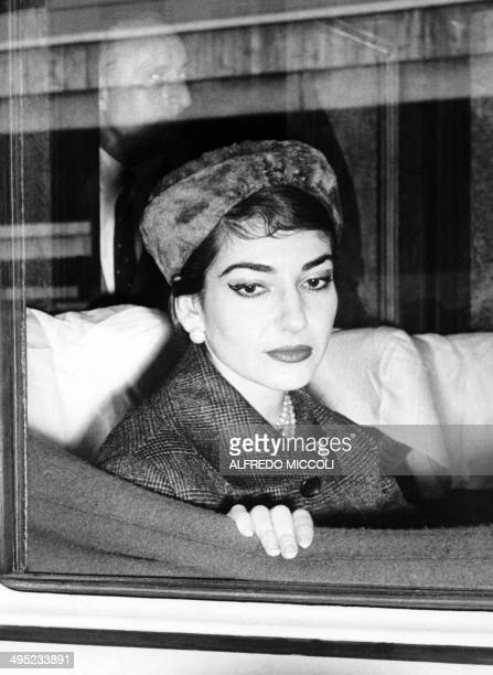 Photo dated 09 January 1958 of opera diva Maria Callas aboard a train in Rome. / AFP PHOTO / ALFREDO MICCOLI