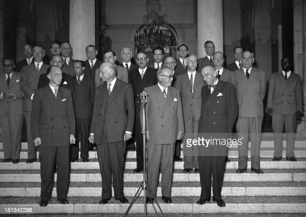 Family photo of the second ministry of the president of the Council Robert Schuman formed on September 5, 1948 and fallen on September 7, 1948. 1st...