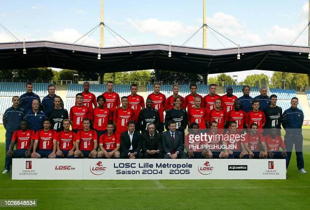 Photo de l'équipe du LOSC prise le 13 juillet 2004 au Stadium Nord de Villeneuve d'Ascq En Haut de gauche à Droite Emmanuel Orhant Michel Gérard...