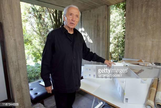 Photo du peintre Pierre Soulages prise le 13 septembre 2005 dans son atelier à Sète Le peintre et son épouse Colette ont fait don aujourd'hui d'une...