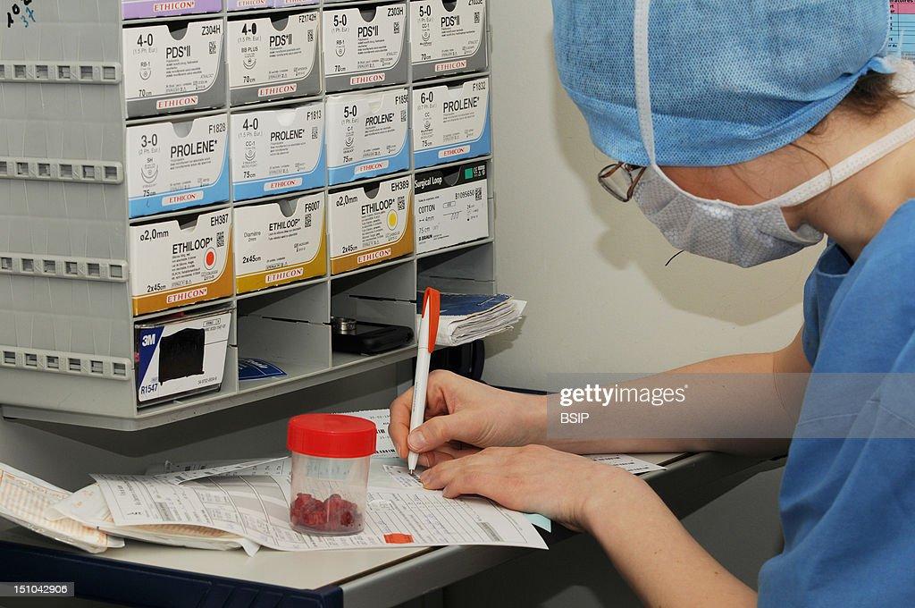 Operating Room Nurse : News Photo