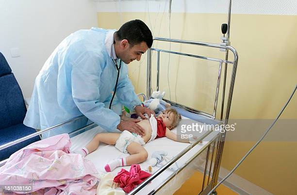 Photo Essay At The Hospital Of Meaux 77 France Department Of Pediatrics 'Little' Examination Of A Little Girl At The Hand Of The Girl A Pulse...