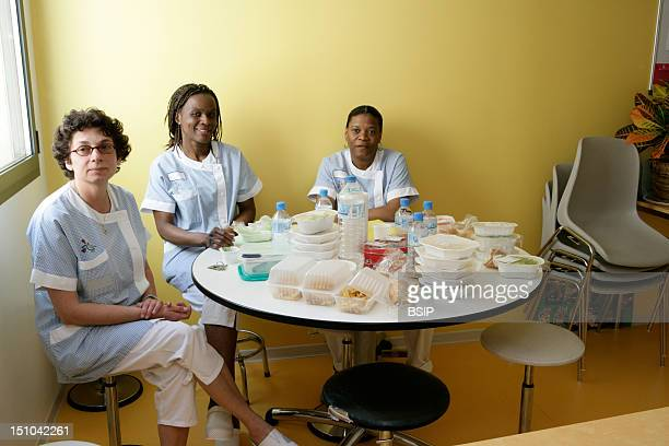 Photo Essay At The Hospital Of Meaux 77 France Female Nurse's Aides