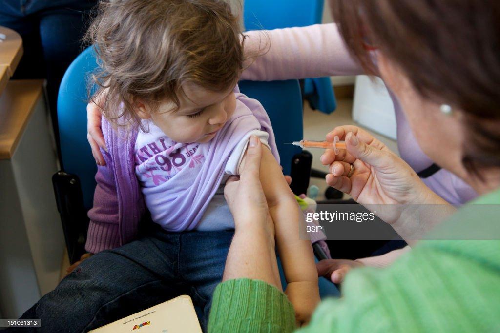 Influenza Vaccine : News Photo