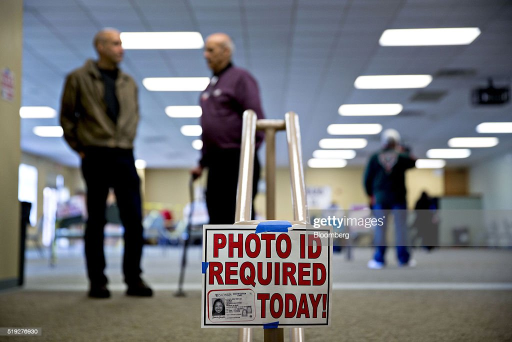 Voters Cast Ballots In The Wisconsin Presidential Primary Election : News Photo