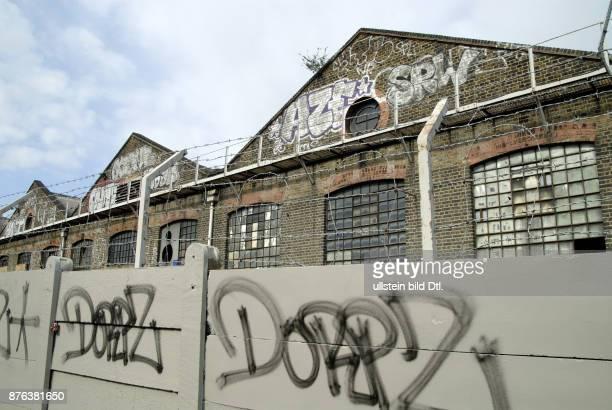 UK EMPTY AND DERELICT INUSTRIAL UNITS IN WILLESDEN JUNCTION LONDON Photo © Julio Etchart CDREF00682