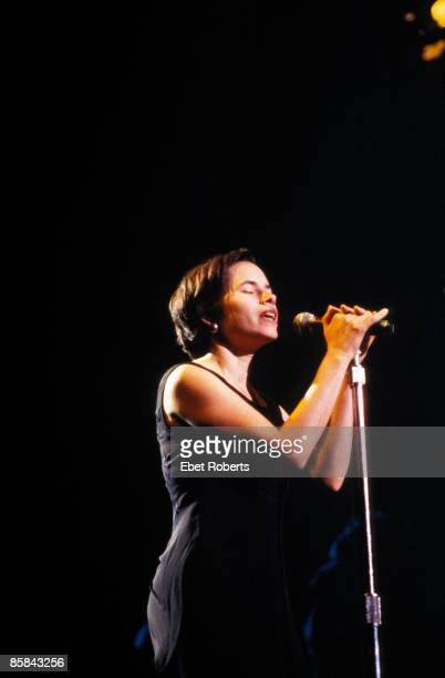 Photo of 10000 MANIACS and Natalie MERCHANT Natalie Merchant
