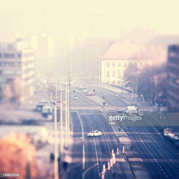 Foggy kalten Morgen in der Stadt