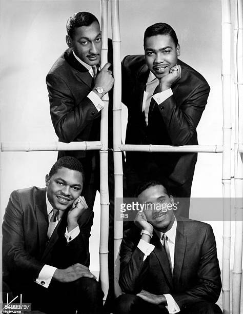Photo of Abdul FAKIR and FOUR TOPS and Levi STUBBS and Lawrence PAYTON and Renaldo BENSON Posed group portrait clockwise from bottom left Renaldo...