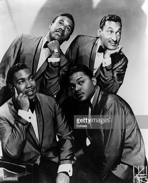 Photo of Abdul FAKIR and Renaldo BENSON and Levi STUBBS and Lawrence PAYTON and FOUR TOPS Posed studio group portrait Clockwise from bottom left...