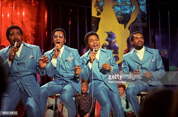 """Photo of Abdul FAKIR and Renaldo BENSON and Levi STUBBS and Lawrence PAYTON and FOUR TOPS; L-R: Lawrence Payton, Abdul """"Duke"""" Fakir, Renaldo """"Obie""""..."""