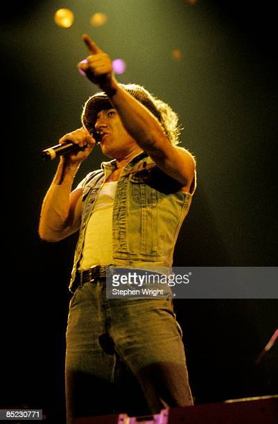 APOLLO Photo of AC DC and AC/DC and Brian JOHNSON Brian Johnson performing live onstage