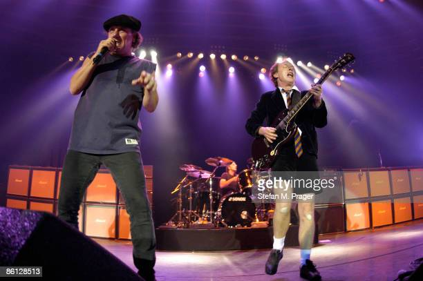 CLUB Photo of AC/DC and Angus YOUNG and Phil RUDD and Brian JOHNSON and AC DC LR Brian Johnson Phil Rudd Angus Young performing live onstage