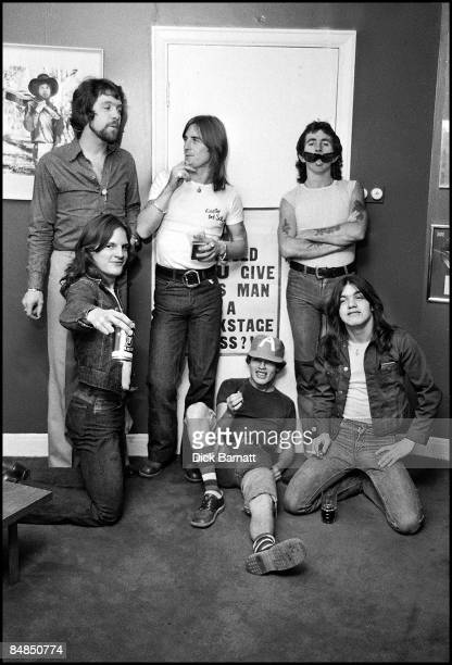 Photo of AC/DC LR Phil Rudd Bon Scott Mark Evans Angus Young Malcolm Young posed group shot at press reception in WEA offices