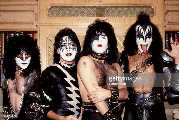 Photo of Ace FREHLEY and Paul STANLEY and KISS and Gene SIMMONS and Eric CARR LR Eric Carr Ace Frehley Paul Stanley Gene Simmons posed group shot