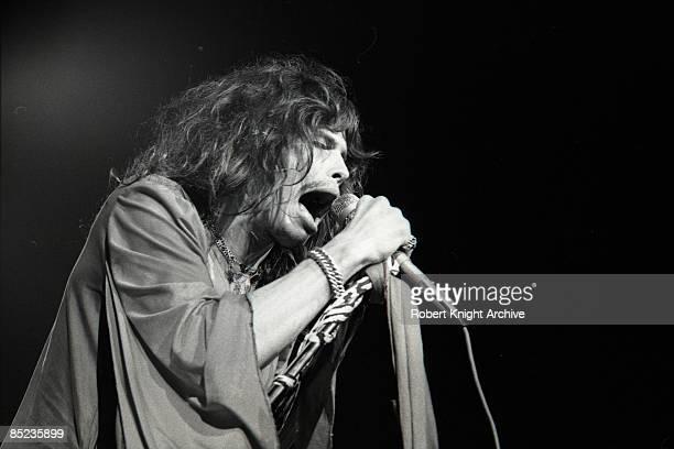 HONOLULU Photo of AEROSMITH and Steven TYLER Steven Tyler performing live on stage