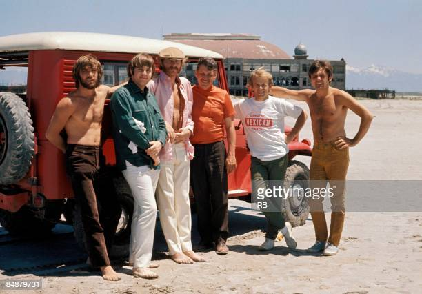 Photo of Al JARDINE and Mike LOVE and Carl WILSON and BEACH BOYS and Dennis WILSON and Bruce JOHNSTON; L-R. Dennis Wilson, Carl Wilson, Mike Love, ?,...