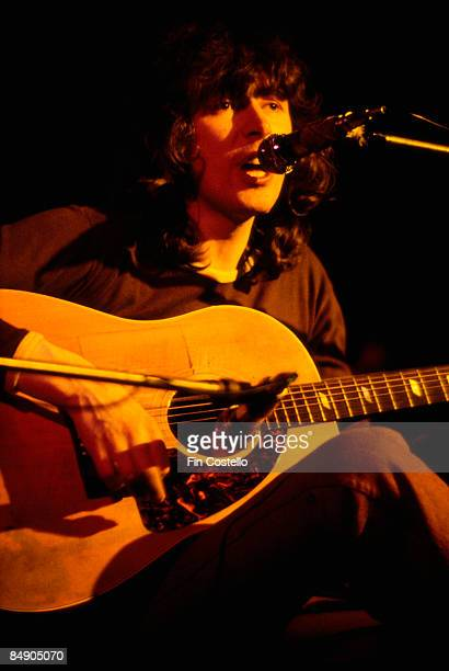 Photo of Al STEWART Al Stewart performing on stage