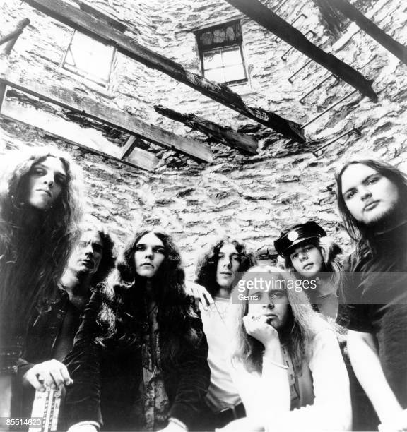 Photo of Allen COLLINS and Ed KING and Gary ROSSINGTON and Leon WILKESON and LYNYRD SKYNYRD and Ronnie VAN ZANT and Billy POWELL LR Allen Collins...