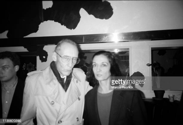 Photo of American Beat author William S Burroughs and artist Marisol Escobar at the opening of an exhibition of Burroughs' paintings at the Tony...